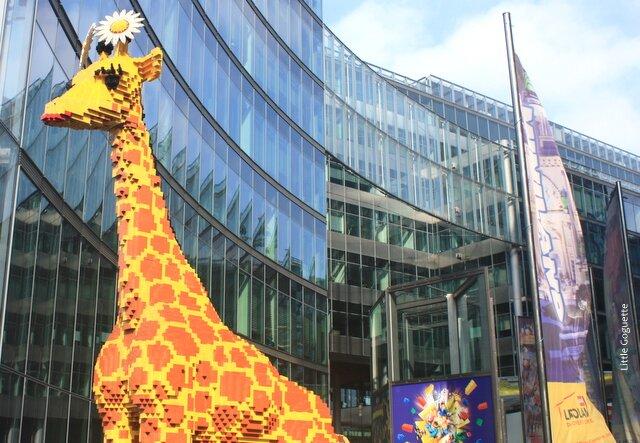 La Girafe en Lego annonce Legoland