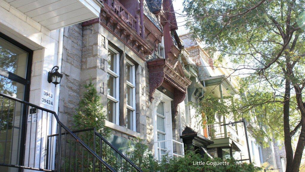 Les petites maisons à escalier de la Rue Saint-Denis à Montréal