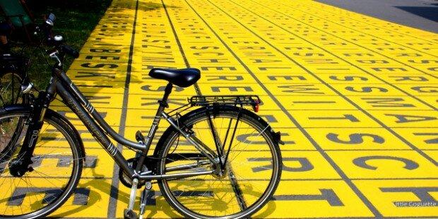 Le vélo de Little Goguette devant le musée d'art moderne